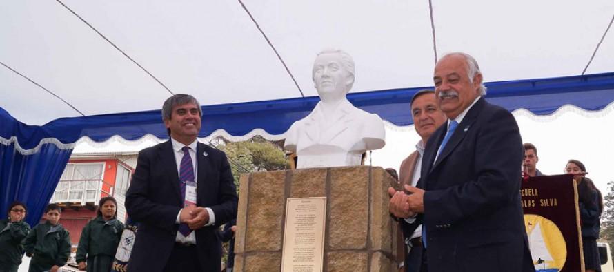 En la ciudad de Concón inauguran busto de Gabriela Mistral