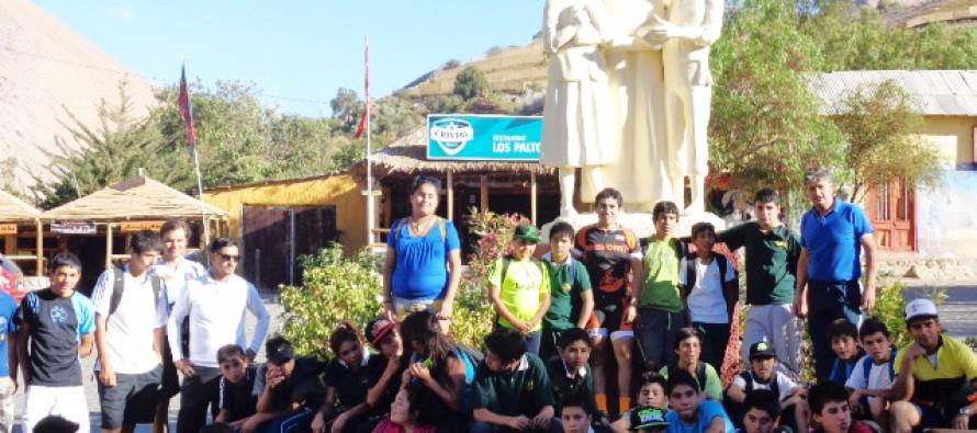 Jóvenes elquinos realizan cicletada entre Vicuña y Montegrande en honor a Gabriela Mistral