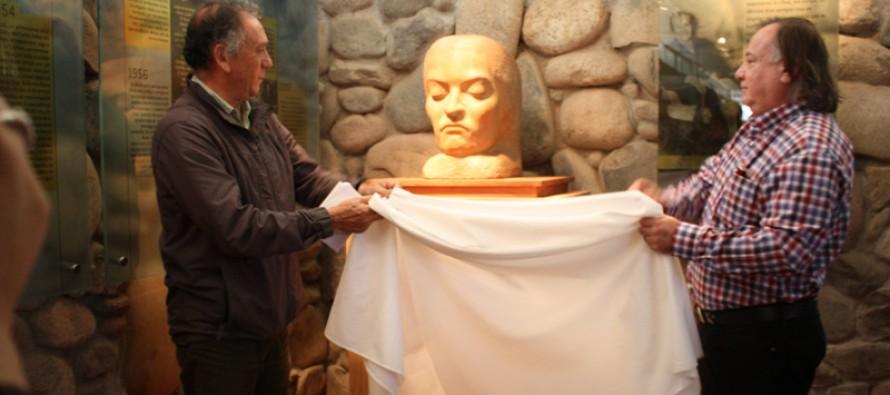 """Exitoso desarrollo del encuentro """"En torno a la Mistral"""" en el museo DIBAM en su honor"""