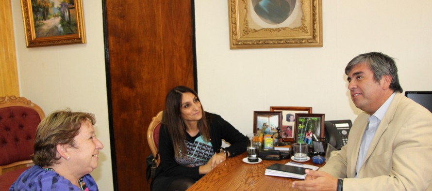 SERNAM y municipio de Vicuña comienzan a trabajar en proyectos para el 2014