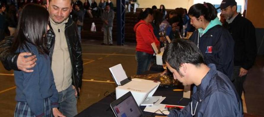 Un total de 123 estudiantes de Vicuña recibieron sus computadores a través de JUNAEB