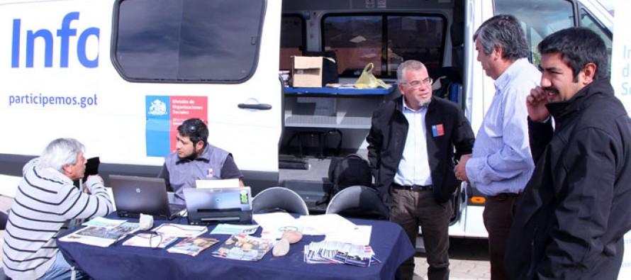 Infobus que recorre cada rincón de Chile estuvo informando en Feria de Abastos de Vicuña