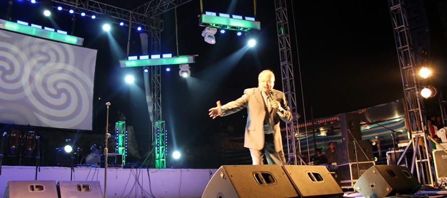 El humorista nacional Álvaro Salas hizo reír a más de 12 mil personas en la Pampilla de San Isidro