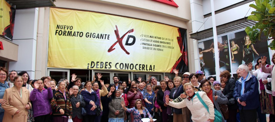 Adultos mayores de Vicuña cierran su mes de celebración con película en el Cimemark
