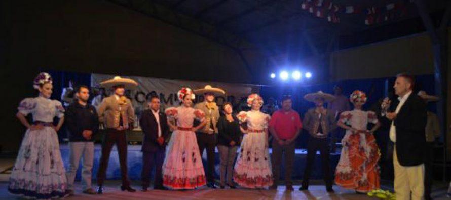 Presentación de Folklore Internacional deslumbró a vecinos de Paihuano