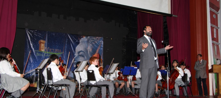 Orquesta Gabriela Mistral redebuta en el Teatro Municipal en celebración del Día del Profesor