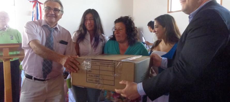Fundación Chilenter dona computadores a escuelas e instituciones de Paihuano