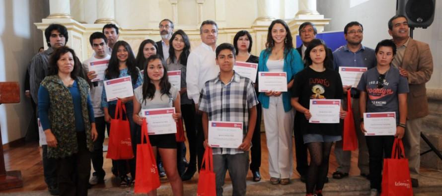 Estudiantes preparan sus plumas para participar en Segundo Concurso Literario