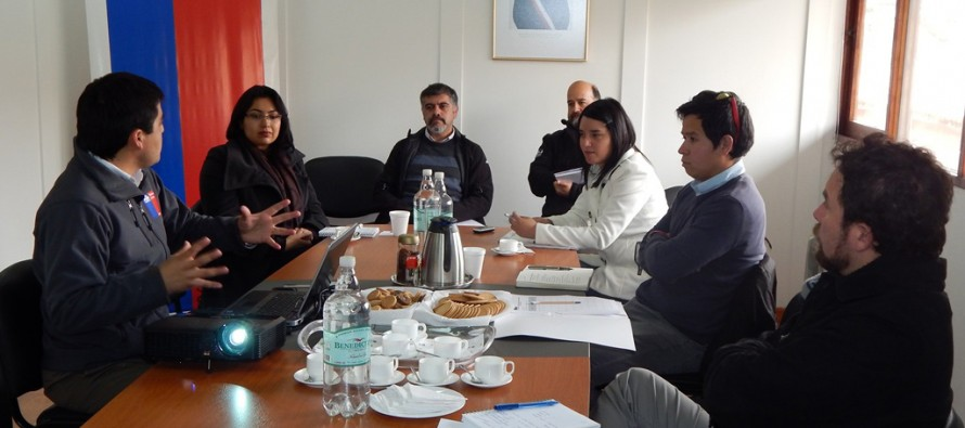 Paihuano participa en charla informativa sobre plan de recambio de luminarias públicas