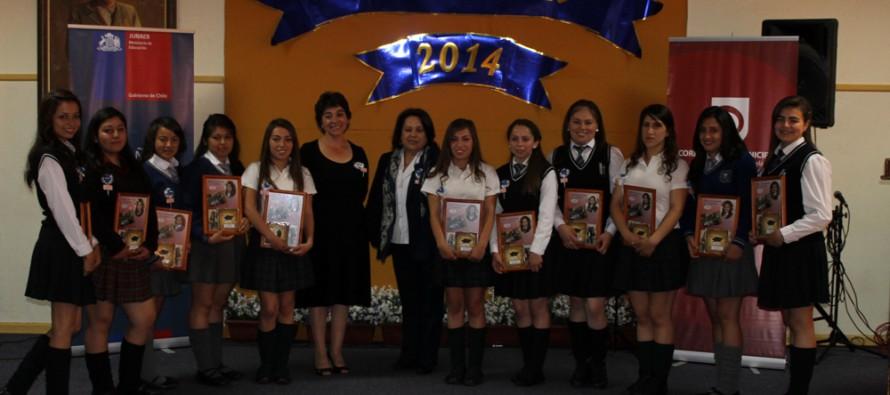 Alumnas de Paihuano son despedidas con emotiva ceremonia del Hogar Femenino