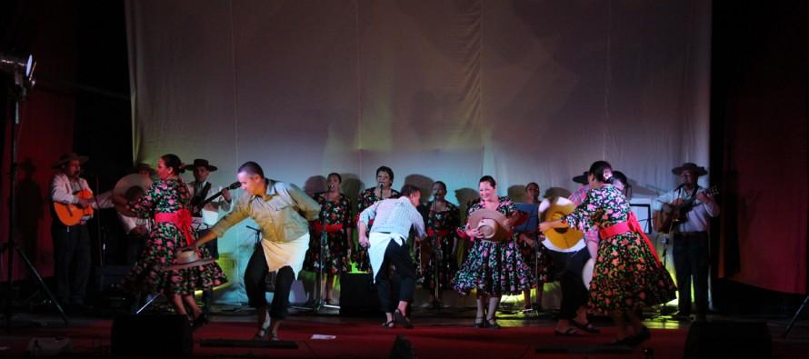 """Agrupación folclórica """"Terral"""" celebra sus 10 años de vida con brillante gala en el Teatro Municipal"""