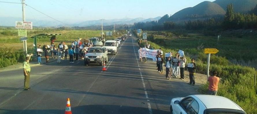 Vecinos de Altovalsol, Algarrobito y El Romero se toman la ruta en protesta de la carretera eléctrica