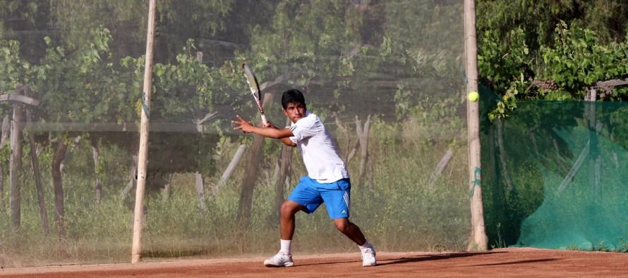 Más de 80 deportistas de diversos puntos del país ha tenido la Copa de Tenis Canihuante 2015