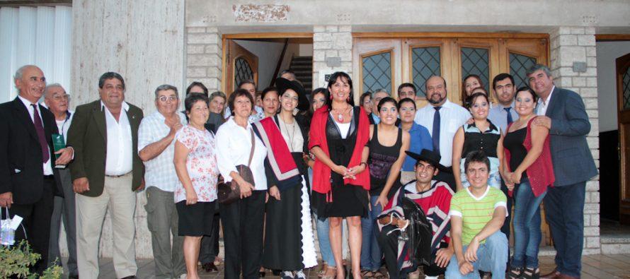 Agrupación de danza en San Juan recibe indumentaria típica por parte del GORE