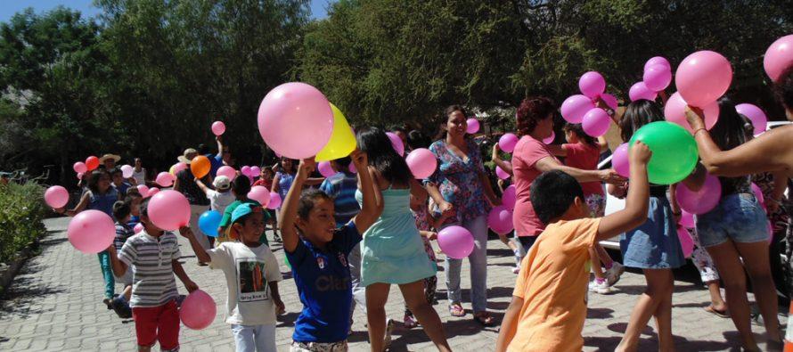 Niños de Paihuano cierran la temporada estival con una jornada de juegos y concursos