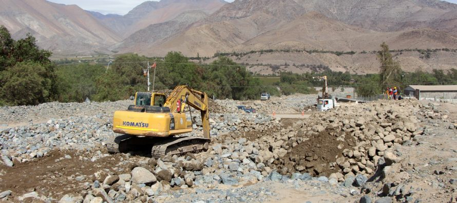 Municipios de Coquimbo y La Serena apoyan con maquinarias a comuna de Vicuña