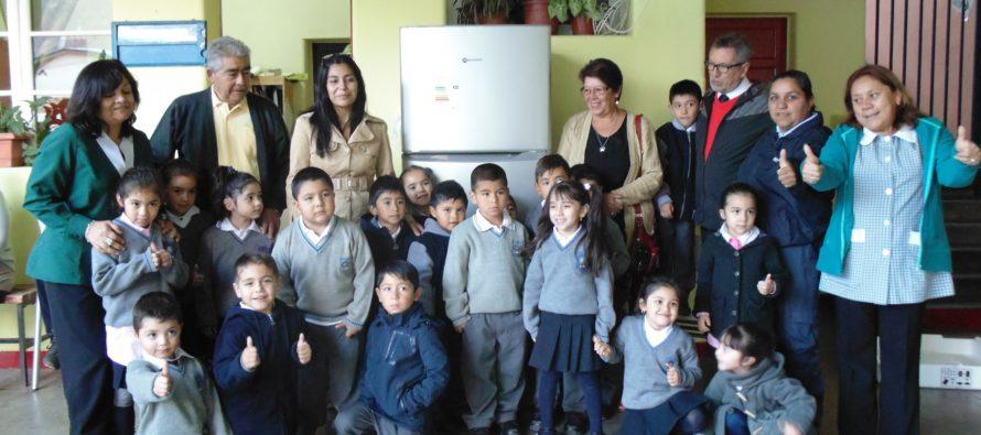 Cabañas Don Nano  entrega importante donación a Escuela Cielo Claro