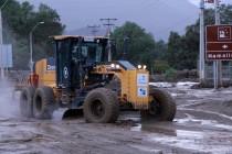 Maquinarias continúan con limpieza de calles y canalización de quebradas en Vicuña