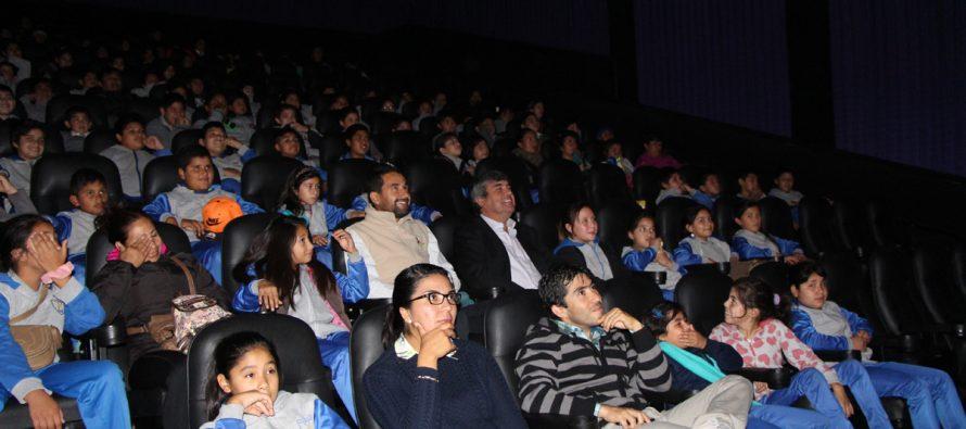 160 niños y niñas de la comuna disfrutaron de una película gratuita en el Cinemark de La Serena