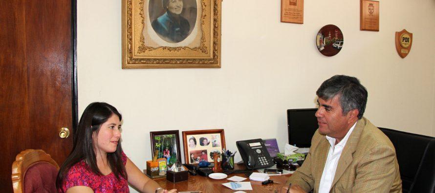 Continúan en el fortalecimiento del rol de la mujer a través de convenio entre municipio y PRODEMU