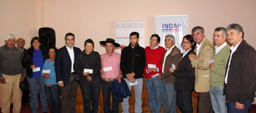 Más de 300 crianceros y pequeños agricultores recibieron bono de 300 mil pesos de INDAP