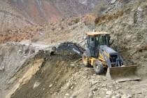 Maquinarias trabajan restaurando caminos y reencauzando quebradas en el Valle del Elqui
