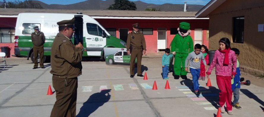 Carabineros de La Serena asistieron a colegio intercultural de Altovalsol para realizar charla