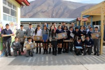 Niños de Vicuña y Paihuano reciben computadores de Junaeb