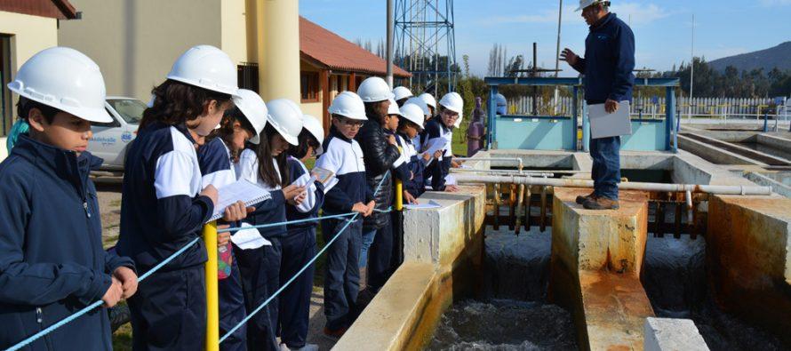 """Alumnos de colegio Serena recorren la """"Ruta del Agua"""" en planta Las Rojas"""