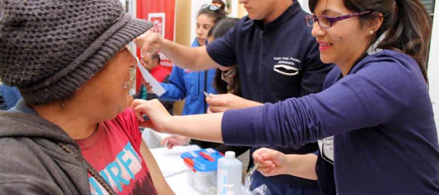 Inmunizan a decenas de personas en situación de calle en La Serena