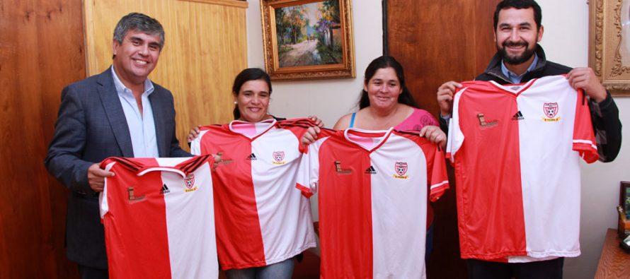 CD Huracán de Hierro Viejo cuenta con nueva indumentaria deportiva