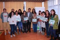 Un total de 105 jóvenes recibieron  las becas municipales para la educación superior