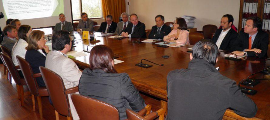 Agricultores reciben respaldo de parlamentario de la región para agilizar medidas por sequía