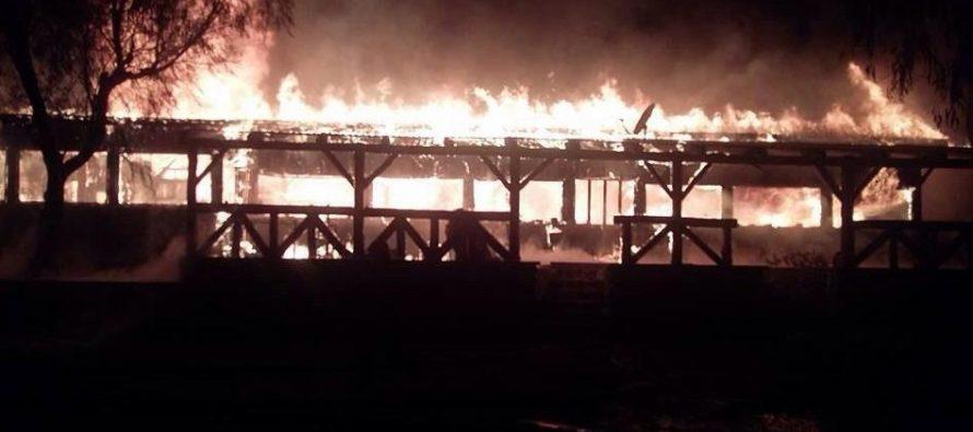 Complejo Las Tinajas: Incendio acaba con uno de los íconos turísticos de la comuna de Vicuña