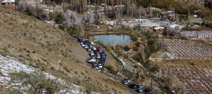 Problemas viales y exceso de basura dejó la visita de turistas por la nieve en la comuna de Paihuano
