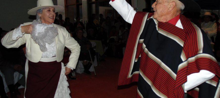 Adultos mayores de Paihuano recorren su comuna y disfrutan de actividades recreacionales