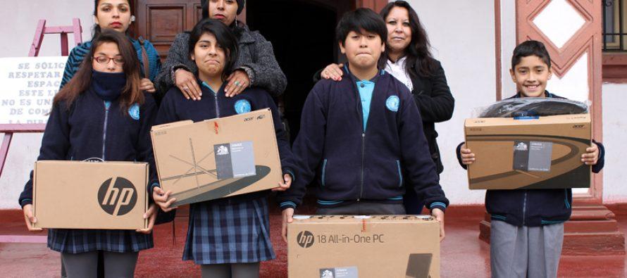 """Alumnos de Elqui recibieron computadores del programa """"Yo Elijo Mi PC"""""""