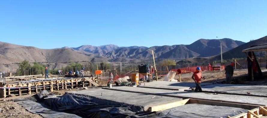 Comunidad analiza los avances en la construcción del Cesfam Calingasta-San Isidro
