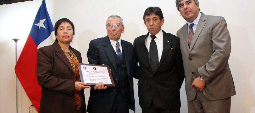 Gran Logia Masónica realiza homenaje al bombero con más trayectoria en Vicuña