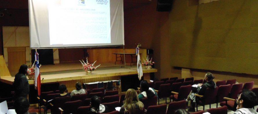 Microempresarios de Paihuano participan de charla de fondo concursable del Fosis