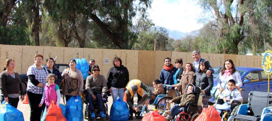 Personas en situación de discapacidad en Vicuña reciben sillas de rueda y pañales