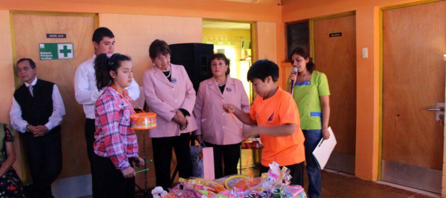 Coro de La Serena realiza una donación de juguetes a los niños del jardín infantil de Villaseca
