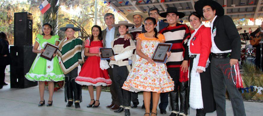 Ríos de Elqui, Lucila Godoy y Antonio Varas fueron los ganadores del 37 comunal de cueca escolar