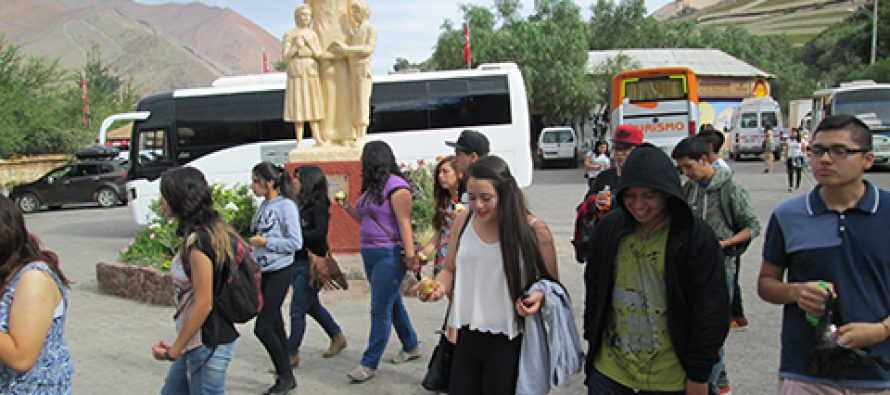 $109 millones al mes aportan giras de estudio de SERNATUR en temporada baja de turismo