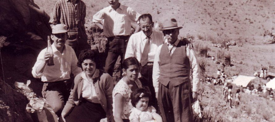 Familia en Pampilla de San Isidro 1960