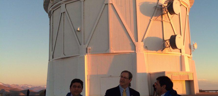 Ministro del Medio Ambiente da inicio a implementación de norma que regula la contaminación lumínica