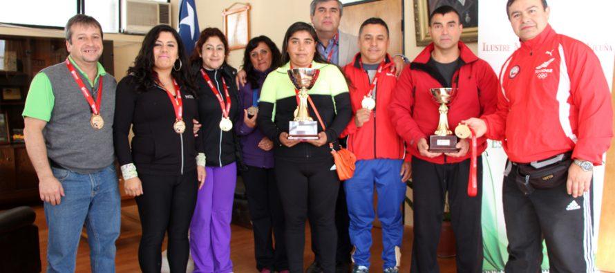 Deportistas locales obtienen campeonato senior de Levantamiento de Pesas