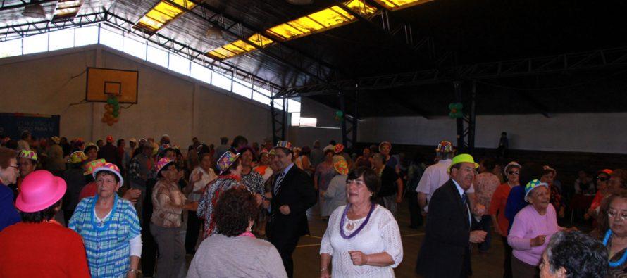 Con fiesta los adultos mayores celebran el haber pasado agosto en Vicuña