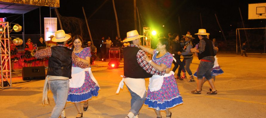 Mostrando lo típico de nuestro país realizan Muestra Folclórica Autóctona en Calingasta
