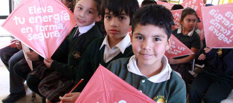 Incentivan el cuidado y la seguridad al elevar un volantín en niños y niñas de Vicuña